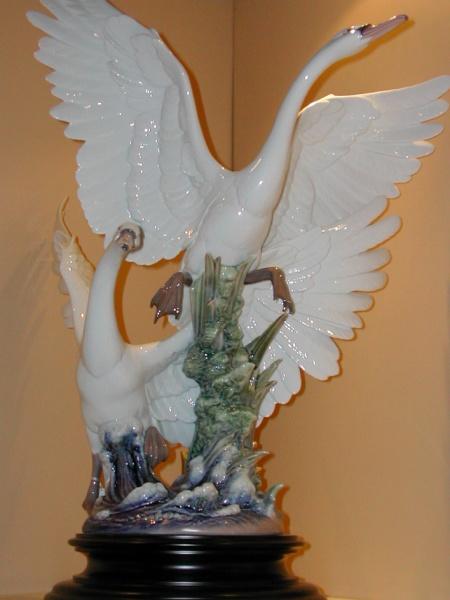 Lladro 05912 Swans take flight