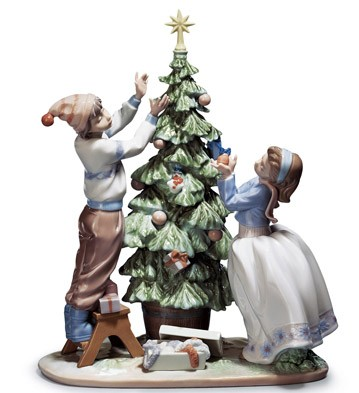 Lladro TRIMMING THE TREE
